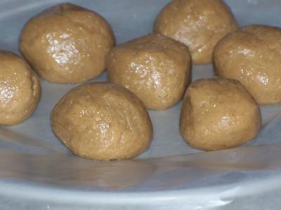 How to bake a batch of peanut butter balls. 4 Ingredient No Bake Peanut Butter Balls - Step 6