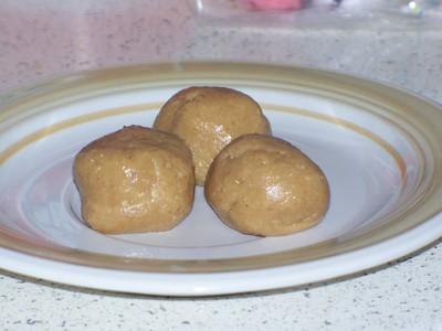 How to bake a batch of peanut butter balls. 4 Ingredient No Bake Peanut Butter Balls - Step 7