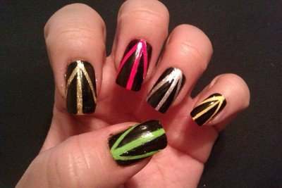 How to paint patterned nail art. Nails With Strypes Of Color - Step 6