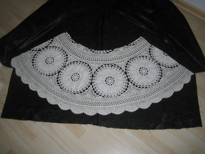 How to recycle a table cloth into a skirt. Lace Skirt Out Of Granny´S Tablecloth - Step 2