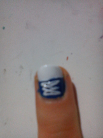 How to paint a character nail. All Star Nails - Step 7