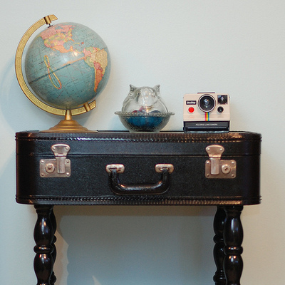 How to make a suitcase table. Vintage Suitcase Table - Step 1