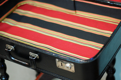How to make a suitcase table. Vintage Suitcase Table - Step 2