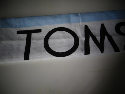How to make a recycled pouch. Toms Flag Into Wallet - Step 3