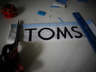 How to make a recycled pouch. Toms Flag Into Wallet - Step 4