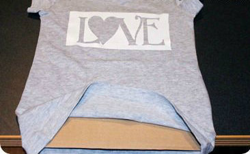 How to make a decorated top. Bleach Pen 'Love' T Shirts - Step 1