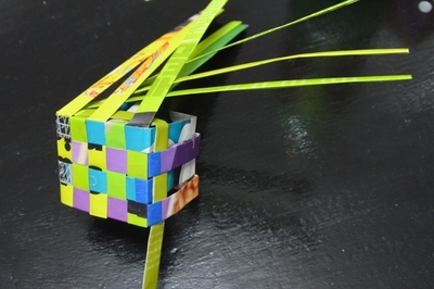 How to weave a woven paper box. Magazine Woven Box With Lid - Step 11