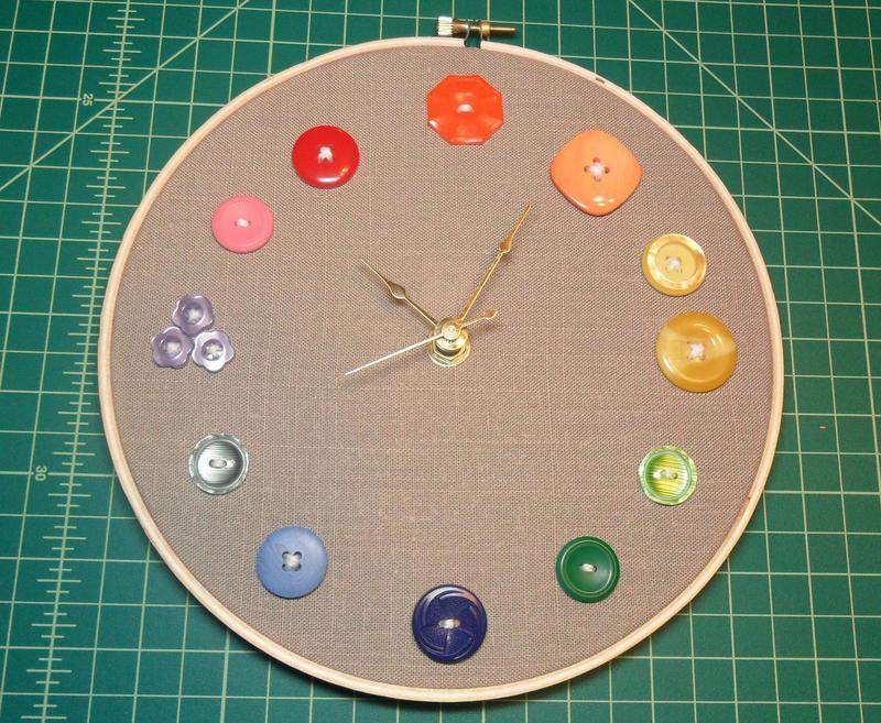 Embroidery hoop clock · how to make a recycled