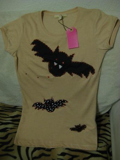 How to paint a t-shirt. Bats T Shirt - Step 8