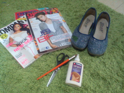 How to make a pair of decoupage shoes. Magazine Shoes - Step 1