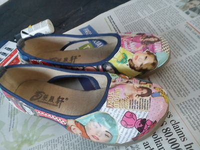 How to make a pair of decoupage shoes. Magazine Shoes - Step 5