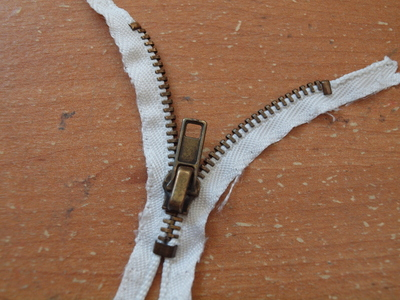 How to make a zipper necklace. Zipper Heart Necklace - Step 2