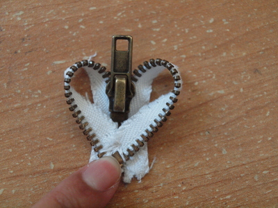 How to make a zipper necklace. Zipper Heart Necklace - Step 9