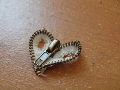 How to make a zipper necklace. Zipper Heart Necklace - Step 12