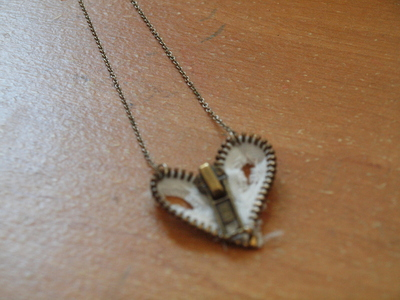 How to make a zipper necklace. Zipper Heart Necklace - Step 15
