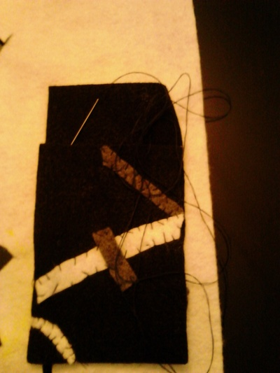 How to stitch an applique pouch. Stitched Phone Cozy - Step 3