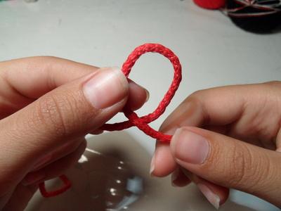 How to make a braided cord bracelet. Paracord Bracelet - Step 1