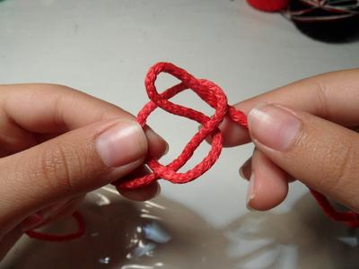 How to make a braided cord bracelet. Paracord Bracelet - Step 2