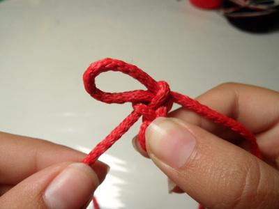 How to make a braided cord bracelet. Paracord Bracelet - Step 6