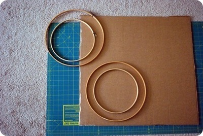 How to make a recycled wreath. Party Blower Birthday Wreath  - Step 11