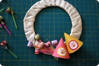How to make a recycled wreath. Party Blower Birthday Wreath  - Step 16