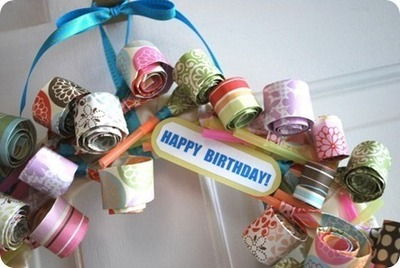 How to make a recycled wreath. Party Blower Birthday Wreath  - Step 17