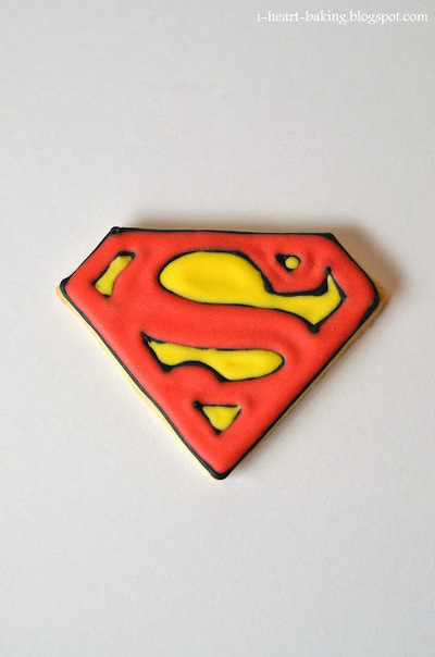 How to decorate a character cookie. Superman Cookies - Step 3