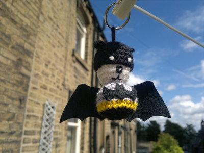 How to stitch a knit or crochet keyring. Batman Bat Keyring - Step 10