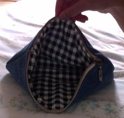 How to make a pouch, purse or wallet. Diy Denim Pencil Case - Step 11