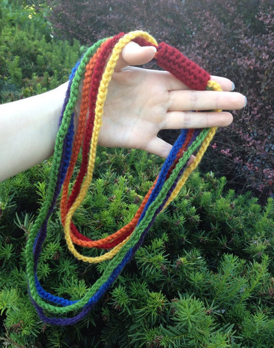 How to knit or crochet a knit or crochet necklace. Rainbow Chain Necklace - Step 4