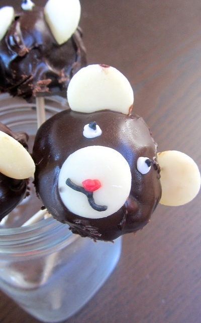 How to decorate an animal cake. Bear Cake Pops - Step 6