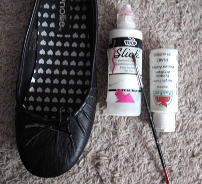 How to paint a pair of painted shoes. Skeleton Shoes - Step 1