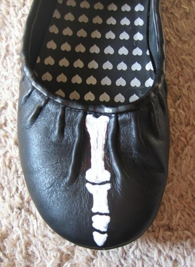 How to paint a pair of painted shoes. Skeleton Shoes - Step 2