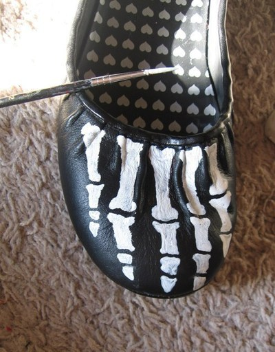 How to paint a pair of painted shoes. Skeleton Shoes - Step 5