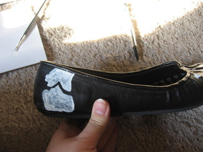 How to paint a pair of painted shoes. Skeleton Shoes - Step 6