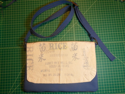 How to make a recycled bag. Messenger Bag From Rice Bag - Step 23