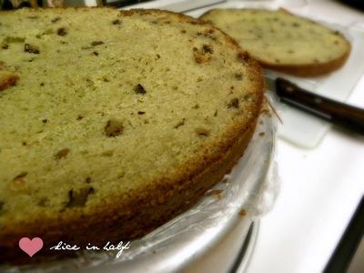 How to decorate a superhero cake. Captain America Pistachio Cake - Step 3