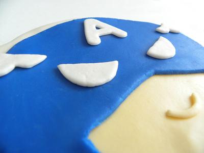How to decorate a superhero cake. Captain America Pistachio Cake - Step 8