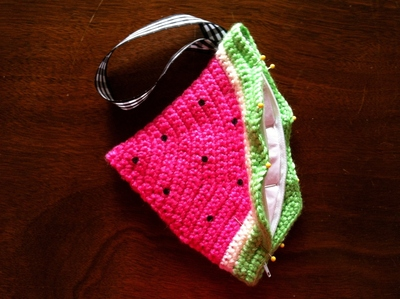 How to stitch a knit or crochet pouch. Watermelon Coin Purse - Step 7