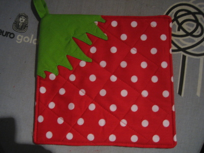 How to make a pot holder / pot stand. Strawberry Potholder - Step 7