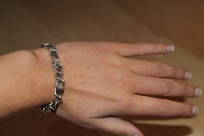 How to make a ribbon chain bracelet. Simple Ribbon & Chain Bracelet - Step 6