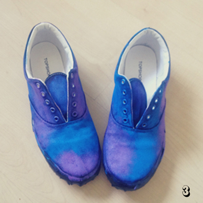 How to paint a pair of patterned shoes. Galaxy Print Shoes - Step 3