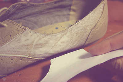 How to paint a pair of painted shoes. Floral Print Oxford Shoes - Step 5