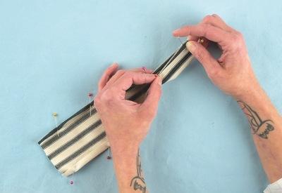 How to make a wrist pin cushions. Wristwatch Pincushion - Step 5