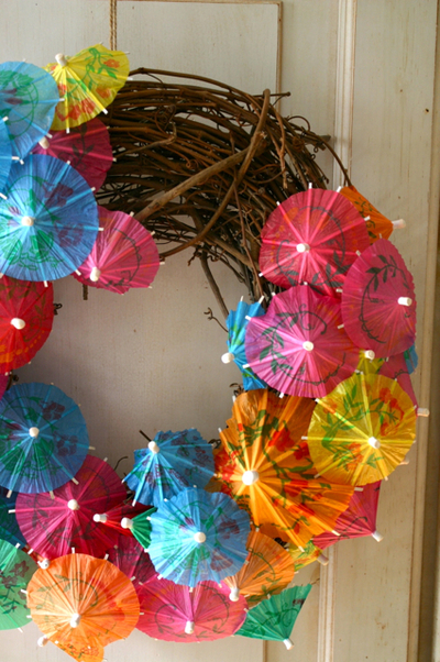 How to make a recycled wreath. Paper Umbrella Wreath - Step 1