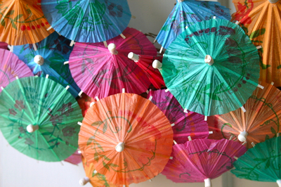 How to make a recycled wreath. Paper Umbrella Wreath - Step 2