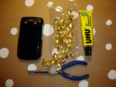How to make a phone case. Diy Studded Phone Case - Step 1