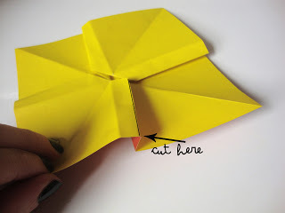 How to fold an origami shape. Origami Bows - Step 19
