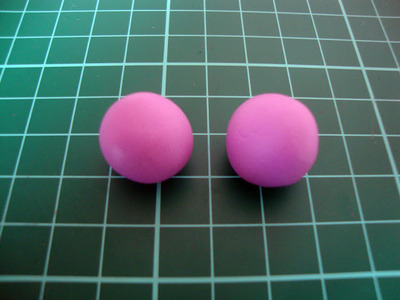 How to sculpt a clay macaron. Diy French Macaron Keyrings - Step 2
