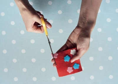 How to make a Christmas decoration. Gift Wrapped Present - Step 5